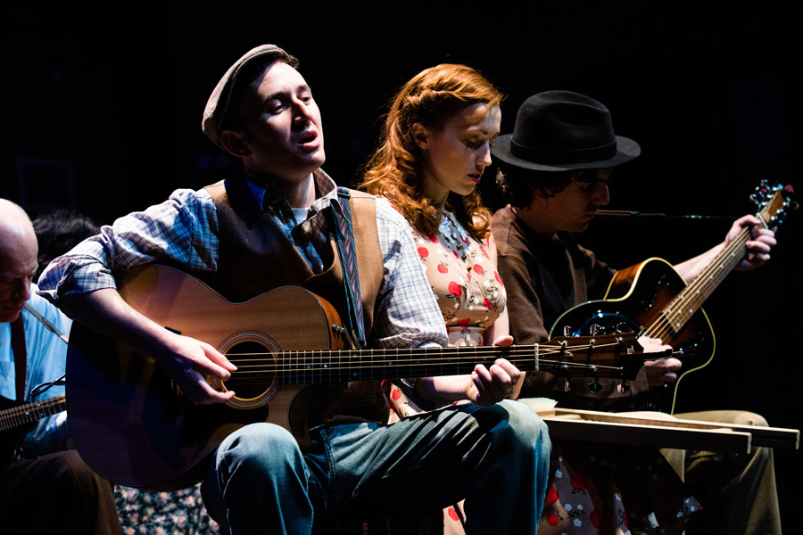 Woody Guthrie's American Song - Mike Rosengarten, Janice Landry, Andrew Ross Crow
